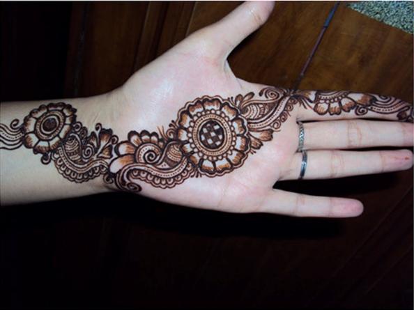 Gambar Henna Di Telapak Tangan Yang Simple