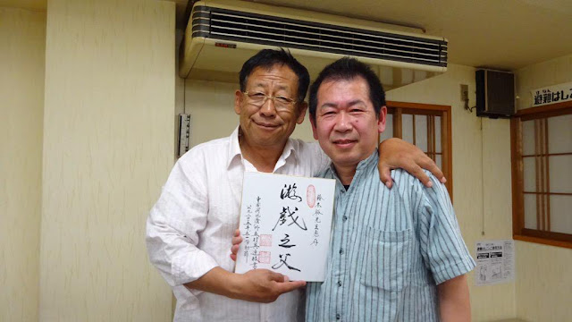 A photo of Yu Suzuki meeting Master Wu again in 2015