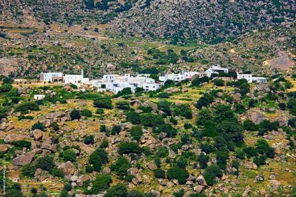 Το χωριό του Βώλακα με τους γρανιτένιους ογκόλιθους