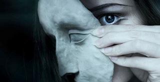 Διπρόσωπες ψυχές πίσω από καλά φορεμένες μάσκες