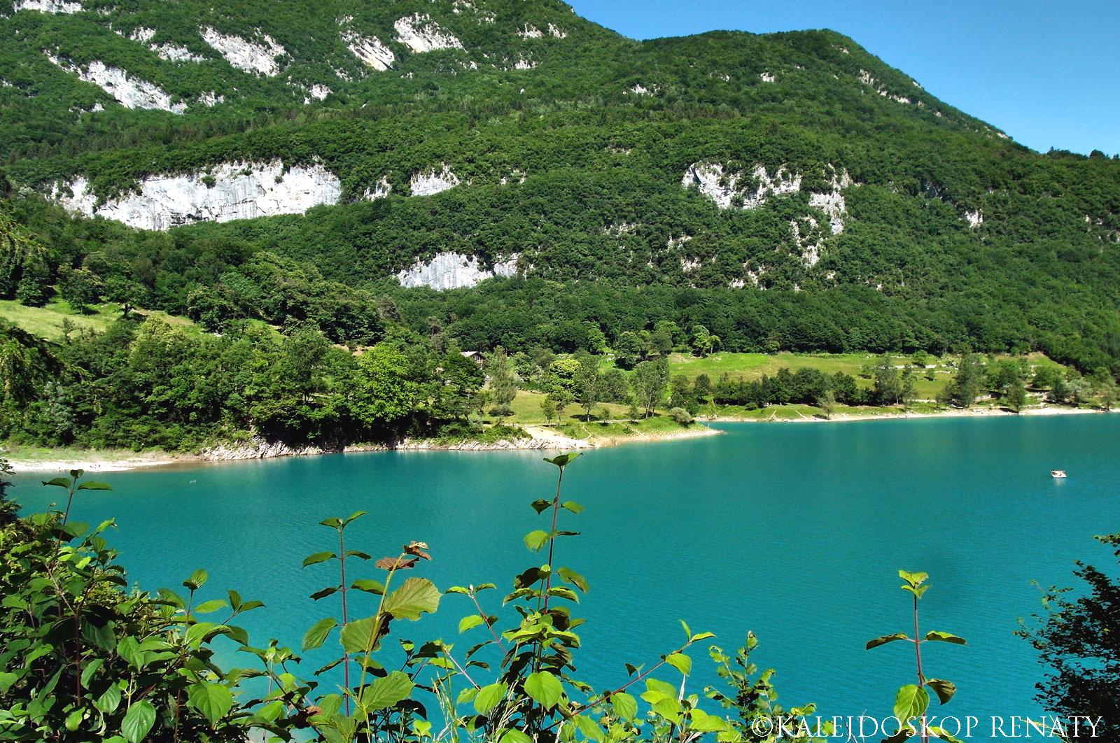 ścieżka na około jeziora Tenno