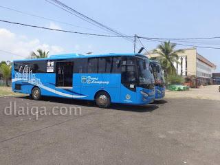 menunggu penumpang di Graha Wangsa
