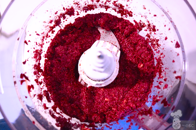 textura del pesto rojo de remolacha y nueces