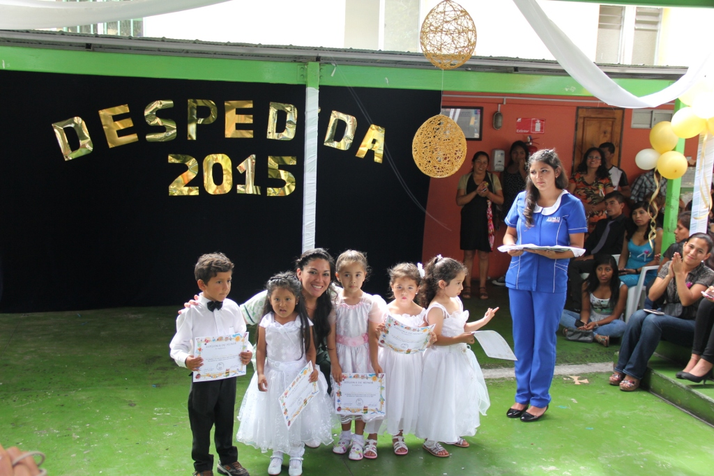 As surgen emotiva ceremonia de despedida de jard n for Cascanueces jardin infantil