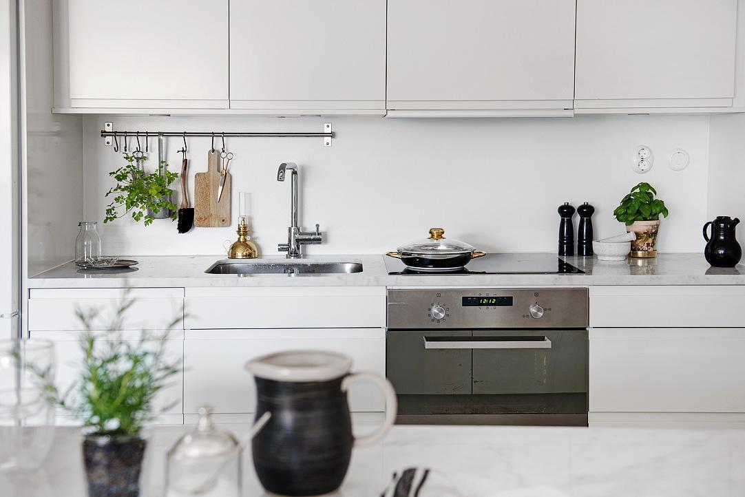 biel i złoto w kuchni