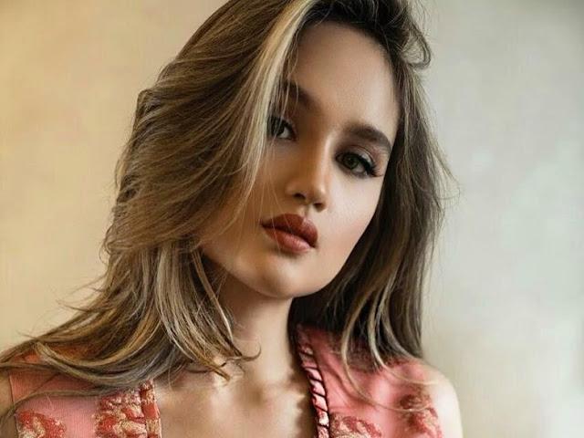 Cinta Laura Pamer Perut Sixpack, Netizen Cewek Jadi Iri