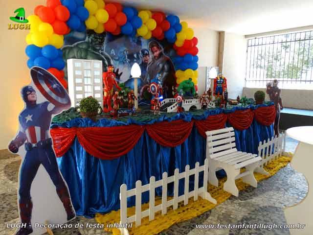 Decoração Os Vingadores - Mesa decorada de festa de aniversário de meninos realizado na Barra da Tijuca RJ.