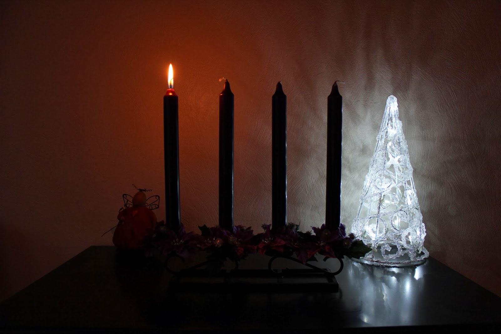 wenches sm strikk s tenner vi et lys i kveld. Black Bedroom Furniture Sets. Home Design Ideas