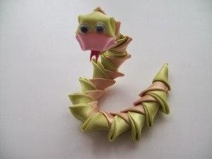 змейка из атласных лент