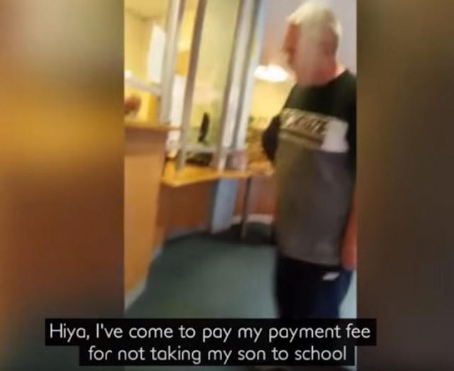 Papá enojado, paga una multa de 77 dólares en puros centavos