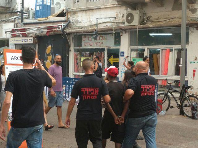 Hombre con problemas mentales desató el pánico en mercado de Tel Aviv