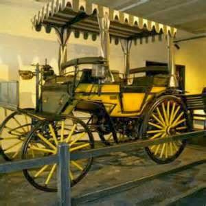 Mobilnya bermerk Benz, jenis Carl Benz namun di dari informasi yang kami dapat, dikatakan sebagai Benz phaeton, beroda empat.