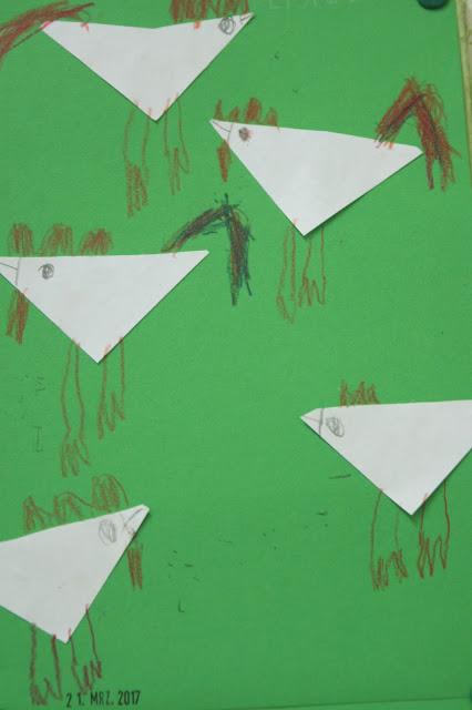 Kinder zeichnen Hühner
