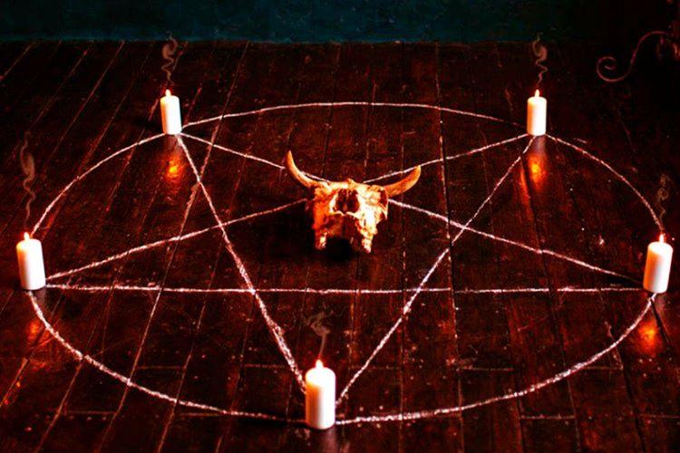 Engizisyon mahkemeleri onlarca suçsuz insanı cadı olmakla suçlayarak işkence ederek öldürmüştür.
