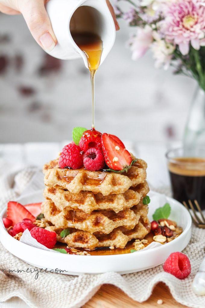 Crispy flourless oatmeal waffles. Need more recipes? Find 21 Easy and Healthy Vegan Oat RecipesTo Make Best Weight Loss Breakfast Ever! vegan breakfast oatmeal | oatmeal ideas | oatmeal recipes weightloss | oatmeal breakfast recipes #oats #oat #veganmeal #vegan