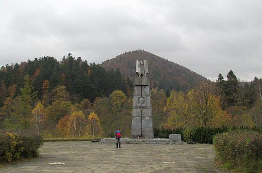 Pomnik Karola Świerczewskiego Waltera w Jabłonkach.