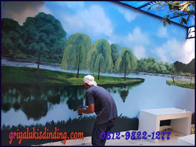 Proses pembuatan mural landscape