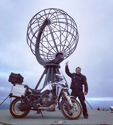 Ο ηθοποιός Γιώργος Πυρπασόπουλος με Honda Africa Twin στο Nordkapp- το Βορειότερο Ακρωτήρι της Ευρώπης