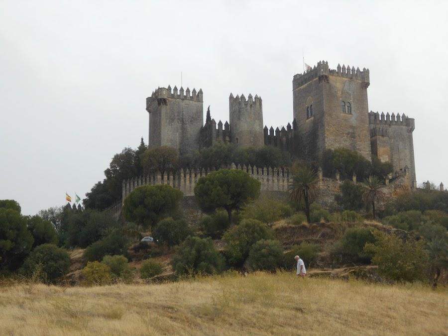 Castillo de Almodóvar, cuenta la leyenda que la princesa Zaida sigue vagando por sus estancias esperando a su gran amor.
