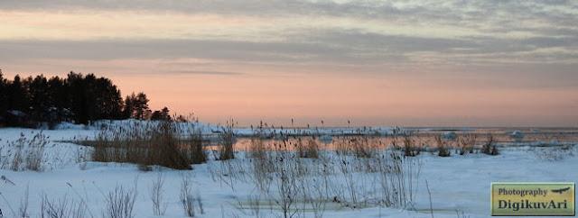 Pyhäluodon yleinen uimaranta talvella. Pyhäluodon public beach in winter.