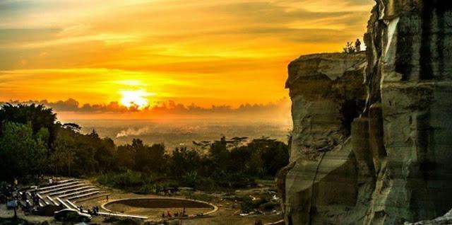 Lokasi, Rute, dan Harga Tiket Masuk Tebing Breksi Yogyakarta: Pesona Alam Bekas Tambang