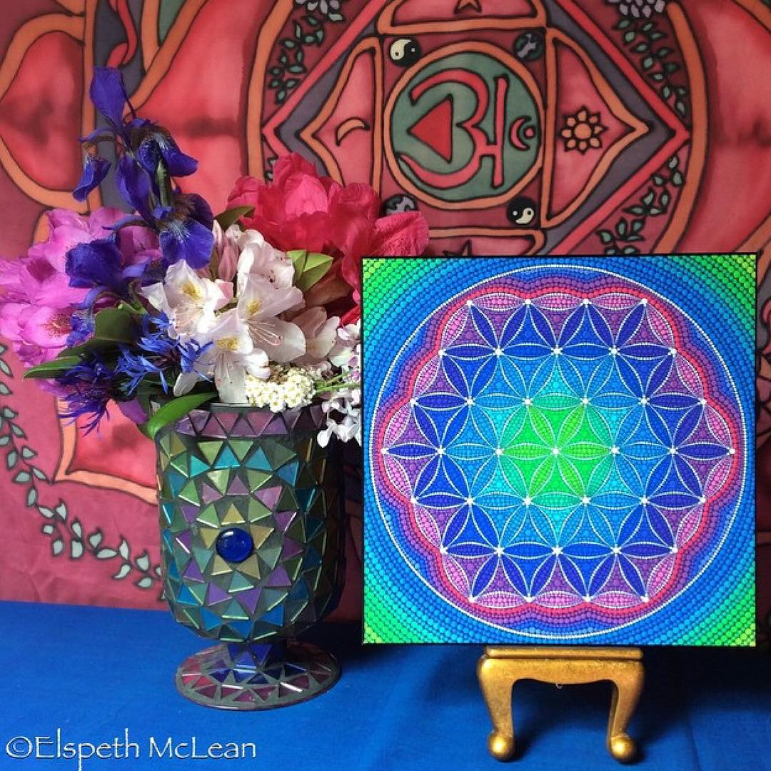 18-Painting-Elspeth-McLean-Dotillism-Paintings-Mandala-on-Stones-Canvas-and-Clothes-www-designstack-co