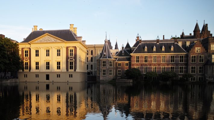 Wallpaper 3: Binnenhof and Mauritshuis in Hague