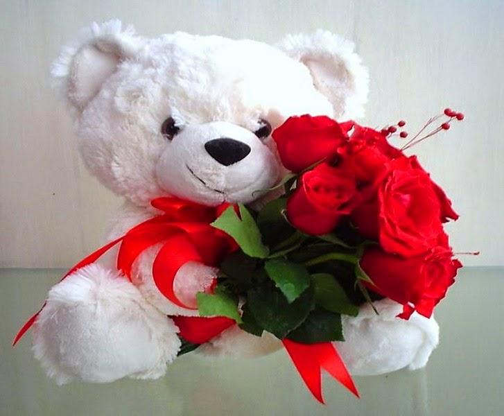 Gratis boneka beruang putih bawa bunga wallpaper