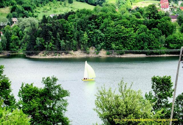 Jezioro Żywieckie - Carpe Diem łap wiatr w żagle i płyń przed siebie nie zwracaj uwagi na sztorm