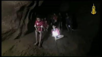 Video Viral! 12 Anak Yang Terjebak di Gua Thailand Ditemukan Hidup