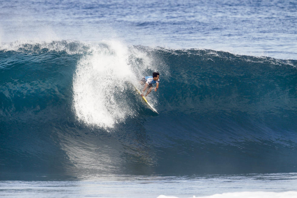 16 Keanu Asing Billabong Pipe Masters Fotos WSL Kelly Cestari