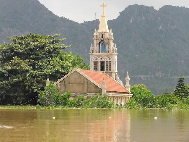 Nhiều ngôi Thánh Đường chìm trong nước lũ - Ảnh minh hoạ 15