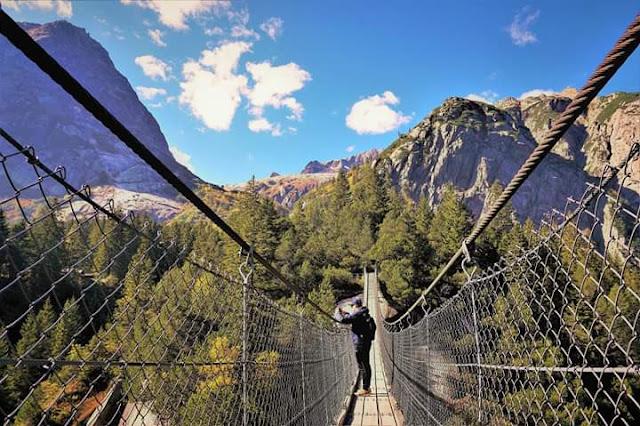Gambar Pemandangan Alam Indah di Swiss Jembatan Gantung Gelmer