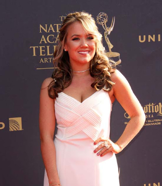Comedian Actress Jennifer Veal attend at 44th Annual Daytime Creative Arts Emmy Awards in Pasadena (April 28th  2017)