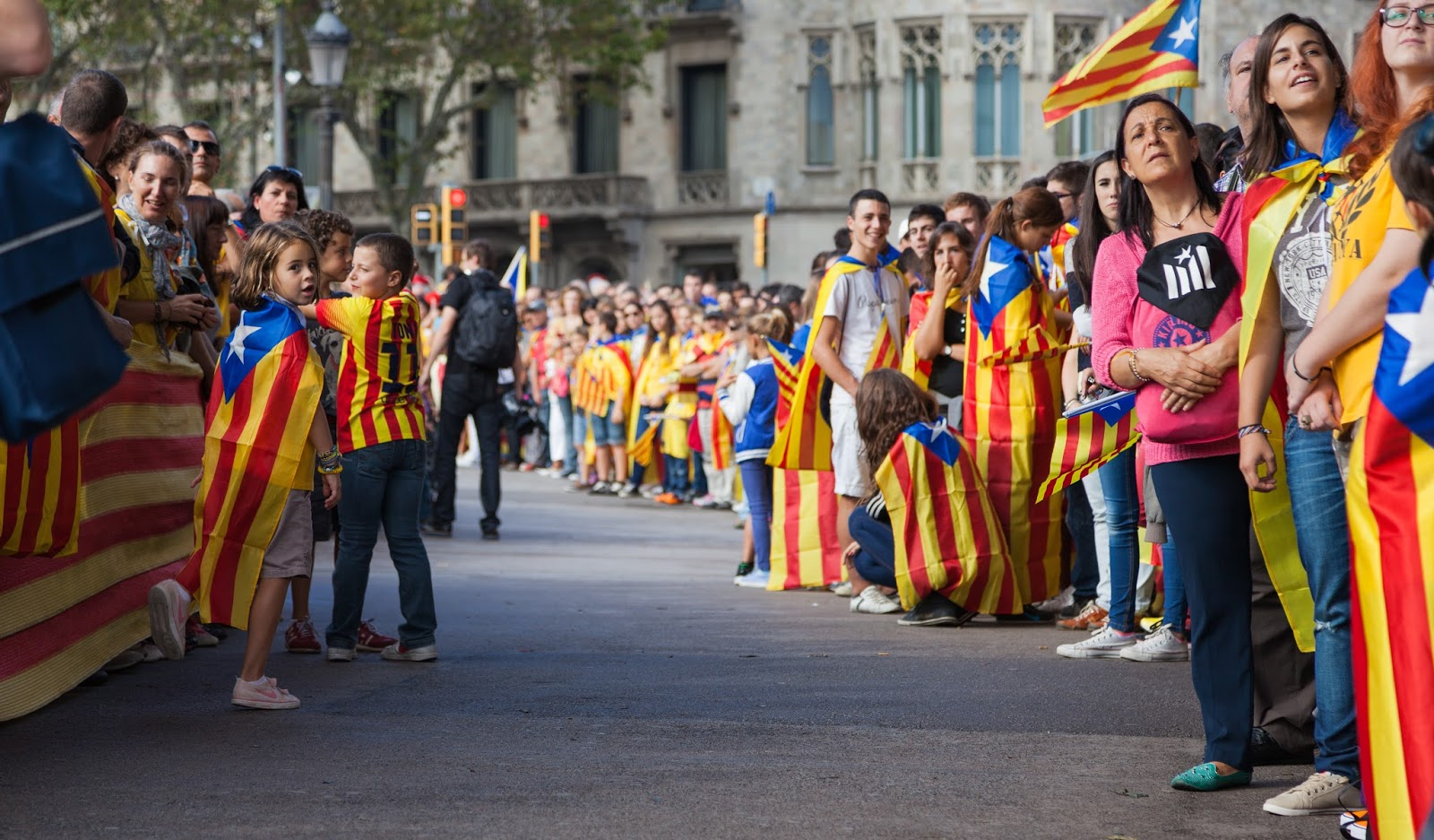 HC: 1.6 million in a 400-km human chain for Catalonia's ...
