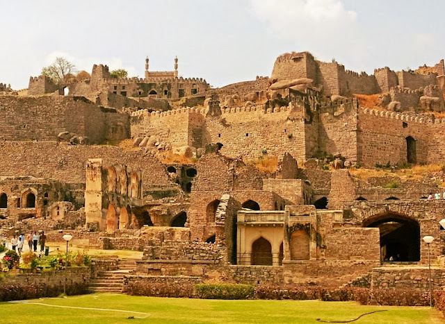 Admire the Beauty of Golconda Fort