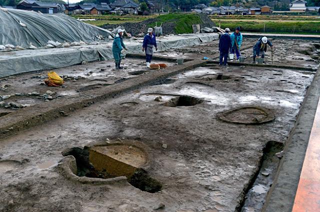 Nara excavation raises questions about structure on ancient site