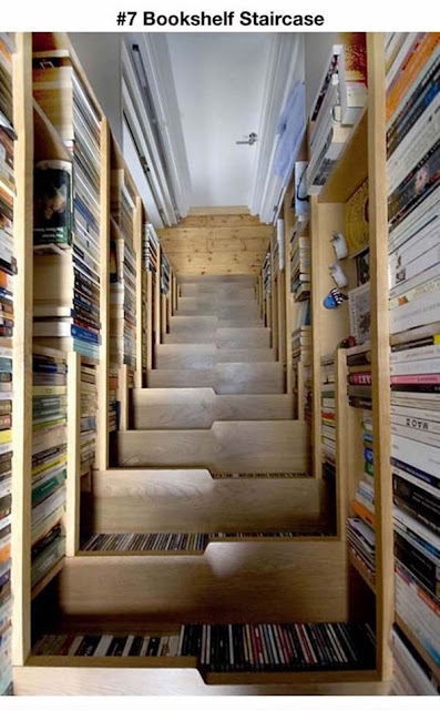 escada com livros