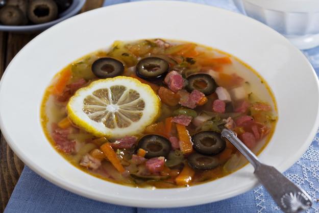 солянка, суп, солянка мясная, солянка с мясом, солянка сборная, первые блюда, мясо, бульон, мясопродукты, рецепты, рецепты супов, рецепты первых блюд, рецепты солянок, рецепты кулинарные, кулинария, коллекция рецептов, еда,