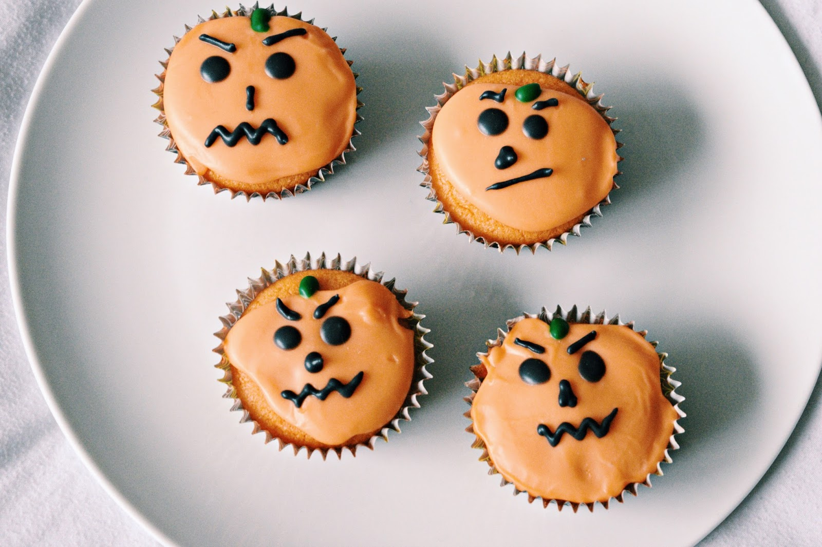 halloween decorated pumpkin cupcakes