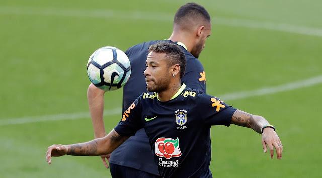 Neymar melaksanakan permainan unik bersama pemain timnas Brasil di ruang ganti Berita Terhangat Aksi Neymar Bersama Pemain Timnas Brasil di Ruang Ganti