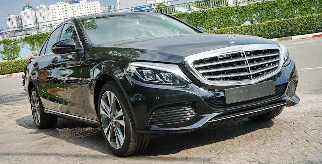 Mercedes C250 Exclusive 2017 được thiết kế ngoại thất lịch lãm, sang trọng