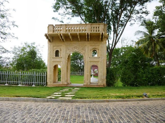 Falaknuma Palace Images: gatehouse