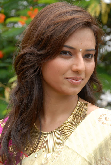 isha chawla at poola rangadu movie launch, isha chawal new glamour  images