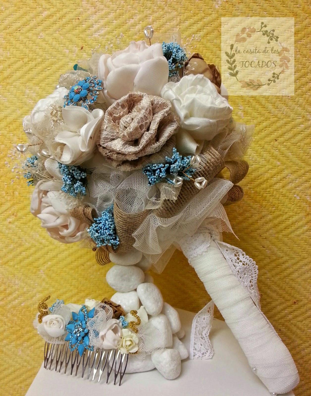 ramo de novia artesanal tipo bouquet y peineta a juego