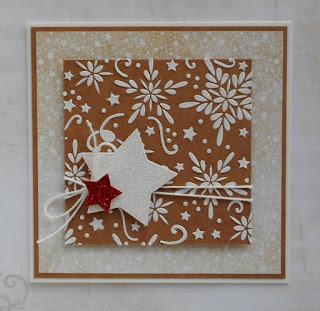 Skromna kartka świąteczna z brokatowymi gwiazdkami