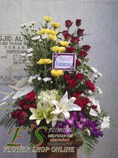 rangkaian bunga meja lily plus anggrek