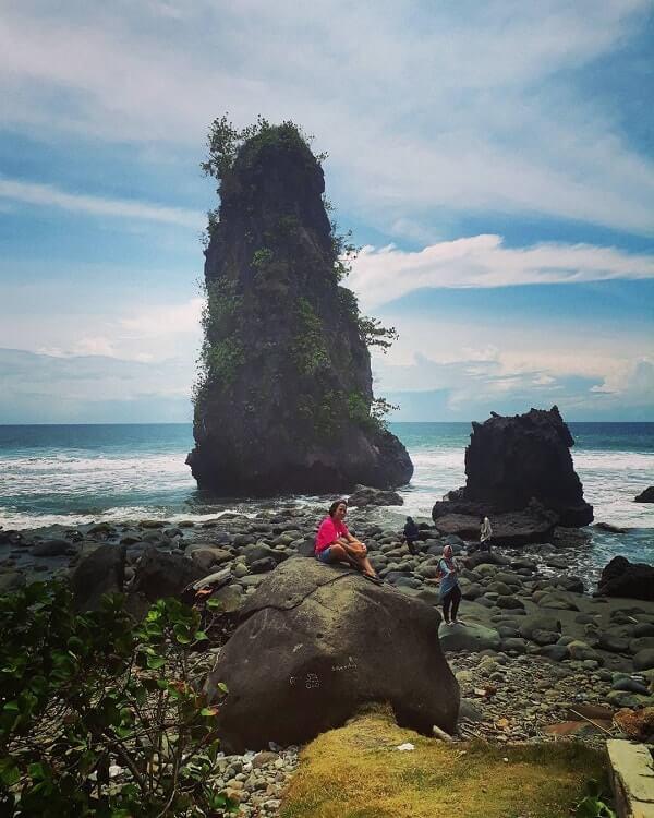pantai batu tihang pesisir barat lampung