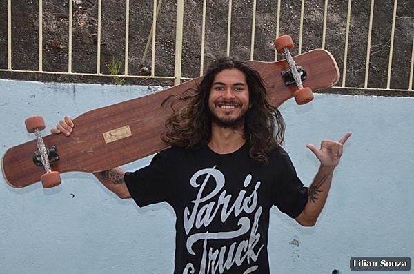 Alunos do Porto do Carro participam de roda de conversa com campeão mundial de longboard