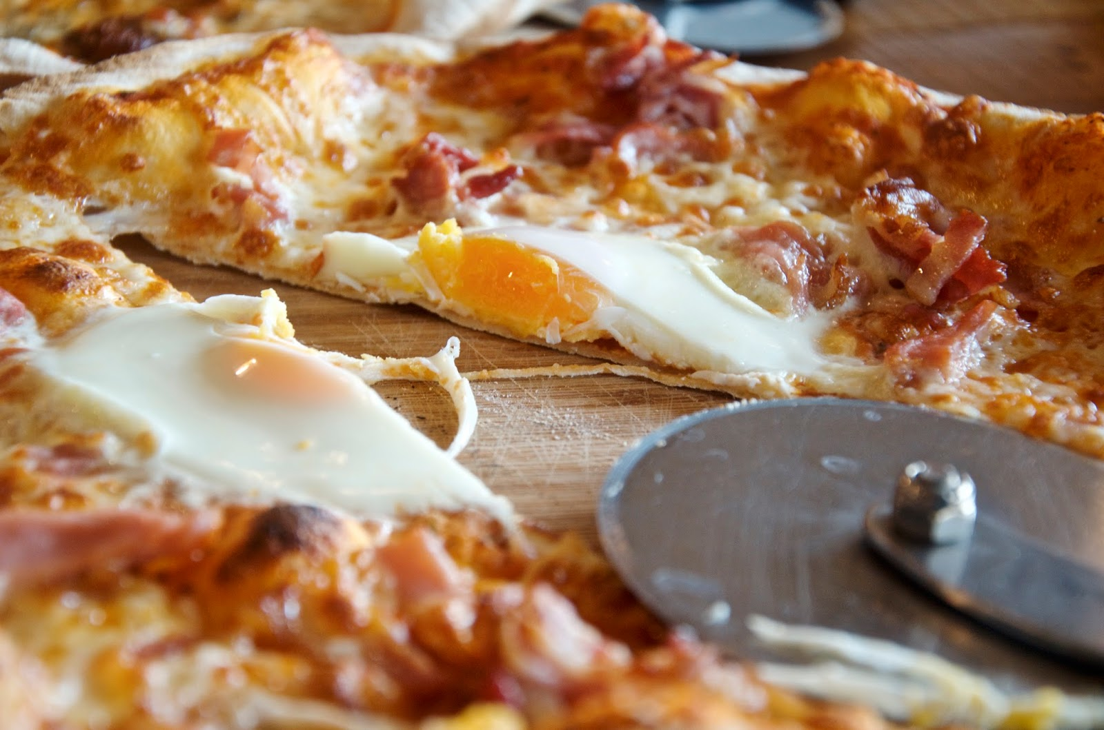 Pizza with an egg on top